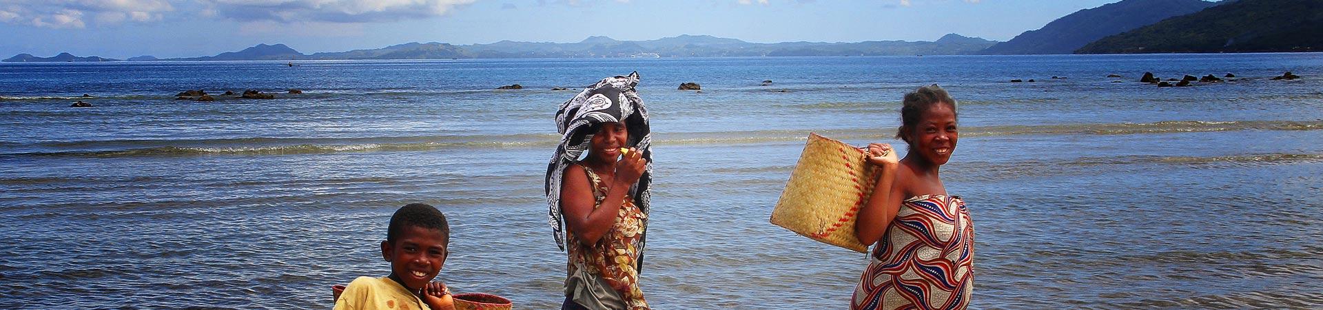 villageois sur la plage